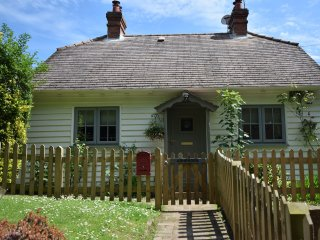 BT010 Cottage in Iden Green