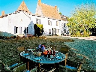 Brilliantly Restored France Villa in Aquitaine - La Ferme de la Dronne