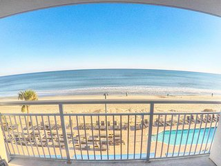 Direct Ocean Front 1BR suite 3rd floor in the Heart of Myrtle Beach