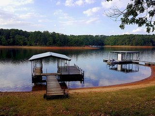 Enjoy lake life here! Fall colors, football, bonfires!