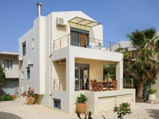 Beach Villa in Almyrida, Next to All Amenities and to the Sandy Beach
