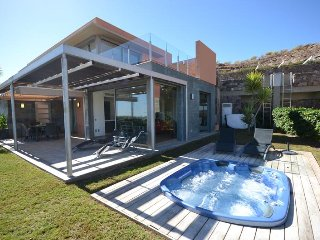 D02GC BEAUTIFULL VILLA WITH JACUZZI