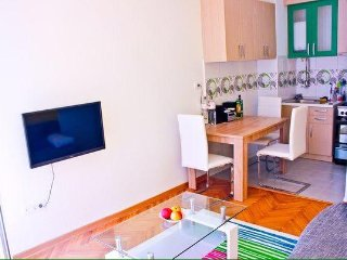 2 Bedroom Apartment Holiday Rental with terrace,beach nearby,internet access