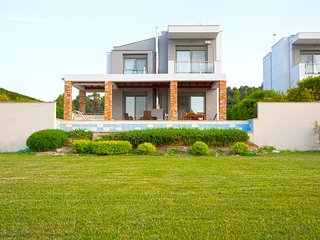 Sani, Muretz || Pool House