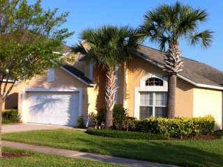 The Emerald Dolphin, Kissimmee Rental with WiFi, Hot Tub and Pool
