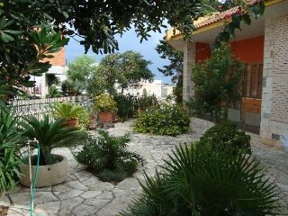 Large and comfortable Villa with garden in the heart of Salento, Neviano