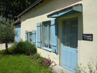Pet friendly.  Child friendly.  Enclosed rear garden.  English satellite., Chateauroux