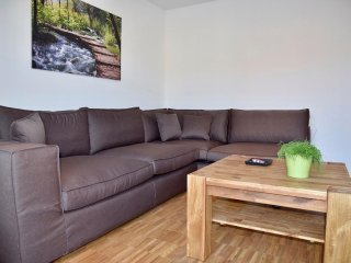 3-Bedroom Furnished Apartment Stuttgart Downtown, Stoccarda