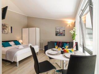 Apartments Zoom Zoom- Elegant Studio with City View