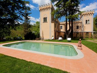 Apt. Mughetto in stunning Villa, swimming pool, Chianti, 15 min from Florence