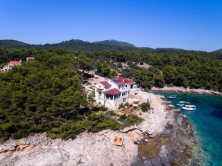 Charming villa with splendid sea view just few meters away from the sea