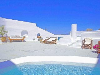 Stunning Caldera , skies and more  , Pyrgos 4 bed, 4 bathroom, Awesome terraces