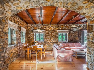 Villa Avra - Avrofilito Syros Houses