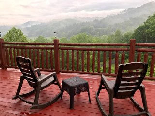 BUCKET DREAM:LUXURY LOG CABIN AMAZING VIEWS ,PRIVATE LOCATION ,THEATER ROOM ***
