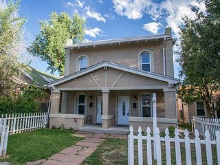 Beautiful home walking distance to Broncos Stadium and Downtown
