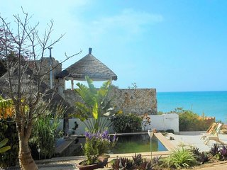 Plage a 20m, piscine ecologique, vue ocean - pension, exccursions a la carte