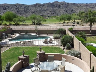 Heated spa, pool table, sleeps 10, gorgeous view