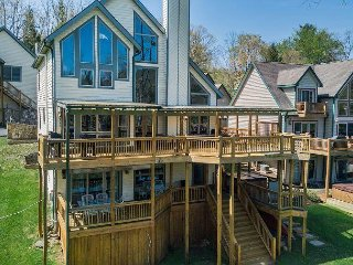 Lakefront home close to area activities!