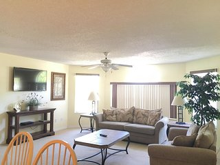 Beautiful Vacation Condo MINUTES FROM DISNEY