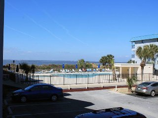 Savannah Beach & Racquet Club Condos - Unit B119 - Water View - Swimming Pool, Tybee Island
