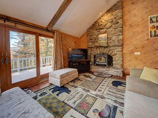 4 BEDROOM, 3 BATH MOUNTAIN CHALET, NEWLY RENOVATED, 4 SKI AREAS WITHIN 15 MINS