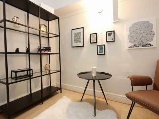 Hollywood Fully Furnished Executive Apartment Suite  (All Inclusive), West Hollywood
