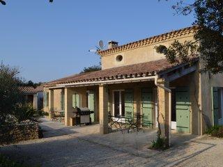 Villa climatisee avec piscine jusqu'a 9 personnes, calme et sans vis-a-vis