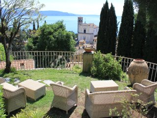 Luxurious Villa in Gardone Riviera with Splendid Garden and 180° Lake View