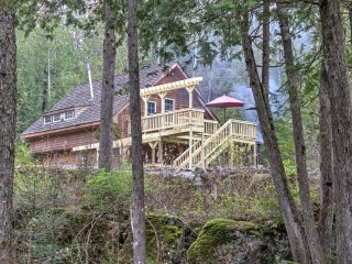 3BR Mountain Cabin w/Oconto River Access!