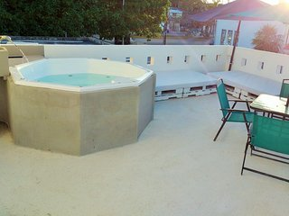Fully Private 4BR House, Jaccuzi on terrace, kitchen, near 5th and Beach, Playa del Carmen