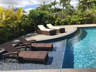 Beautiful Large Contemporary Island Home with pool, walk to the beach