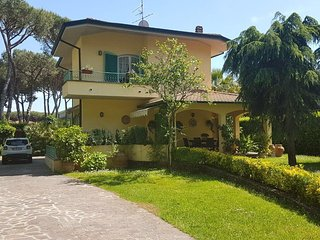 Villa Cesare beach+playground at walking distance
