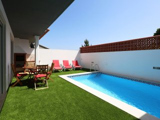 Large villa with swimming pool and BBQ