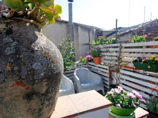 F1|HLUK Sicily - Cosy flat with roof terrace, Catania