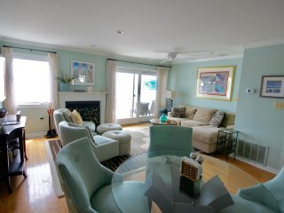 Beautiful Bayside  3 bedroom waterfront Townhome D16