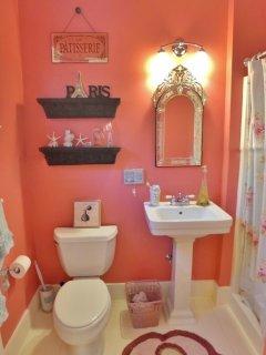 En suite bath for french bedroom