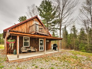 NEW! Cozy 1BR Sangerville Cabin w/Great Yard!