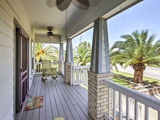 'The C-Horse' Home w/Deck 5 Min to Pleasure Pier!