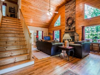 Secluded Creek Front Cabin 3BR 2.5BA | Pool Table, Hot Tub, Wifi, Paved Drive