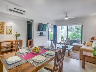 Hidden Gem Two bedroom Garden Corner Condo TAO