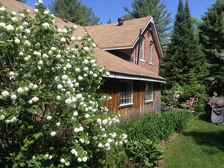 country charm rooms for rent inside main home----1 cabin to rent as well