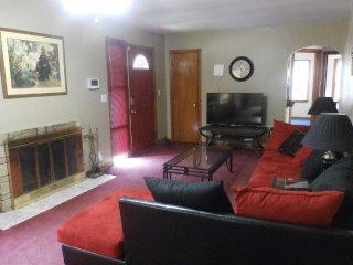 Spacious 4BR Home Near Zoo, CWS & Offutt AFB