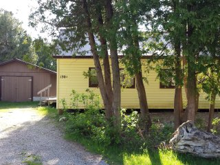 3 Bedroom Beach Beauty in Sauble Beach!!