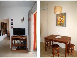 Déco intérieure, Table à manger, TV, DVD, Livres