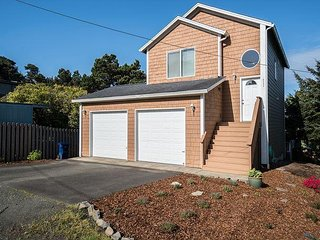 Enjoy Lincoln City from this 3 bedroom home a few blocks from the waves!
