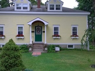 Green Door Cottage in the heart of Bar Harbor