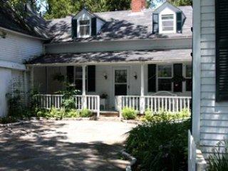 Willowbrook - antique farmhouse in Somesville, water views & near Bar Harbor & A