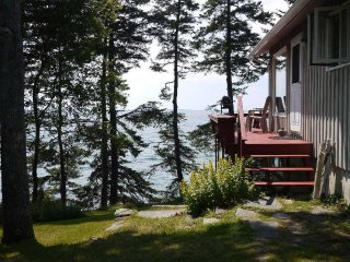 Reed Shore Cottage - on the oceanfront near Bass Harbor
