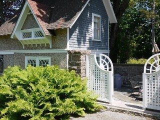 Bagatelle Guest Cottage - waterfront in Bar Harbor