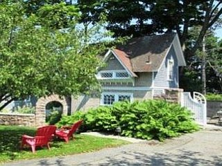 Bagatelle Guest Cottage in Bar Harbor